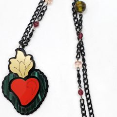 "Collana lunga cuore ex voto ""fiamma""  DIM. catena aperta 84cm  DIM. ciondolo 4.5x6.5cm  Plexiglass nero, gold, rosso specchio e verdone madreperla Catena nera ed elementi metallici in metallo nickel free e perline colorate"