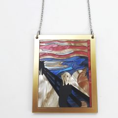 "Collana décollété  quadro ""Urlo"" DIM. catena aperta 49-54cm  DIM. ciondolo 5.5x7cm Plexiglass nero opaco e madreperla e cornice gold  Catena ed elementi metallici in acciaio nickel free"
