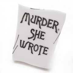 Anello regolabile Jessica Fletcher con scritta MURDER SHE WROTE ticket cinema DIM. 2.5x3.5cm Plexiglass bianco e dettagli decorati a mano in nero Base anello regolabile in acciaio nickel free